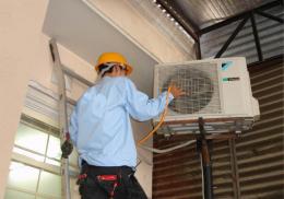 Dịch vụ vệ sinh máy lạnh quận 3 –  miễn phí sạc gas